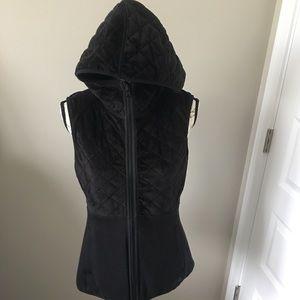 North face reversible black vest size medium